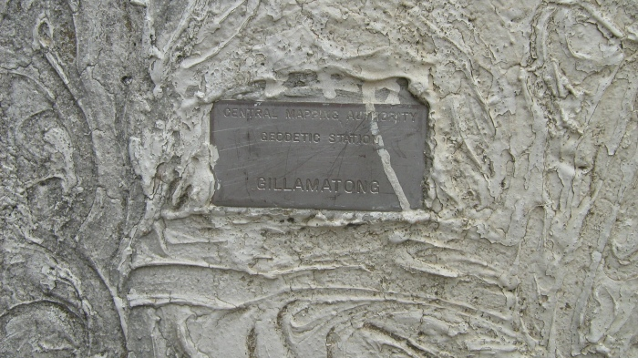 Geodetic plate